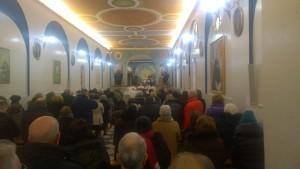 Don Claudio celebra alla cappella della Cripta di don Giustino a Pianura.
